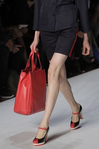 Marc by Marc Jacobs dettaglio borsa e scarpe