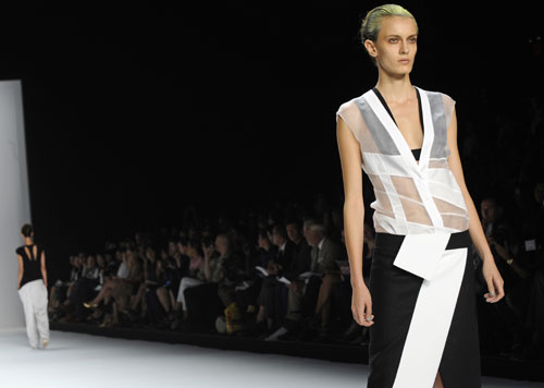 Narciso Rodriguez abito fantasie geometriche