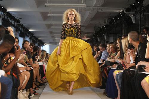 Oscar de la Renta abito giallo e nero