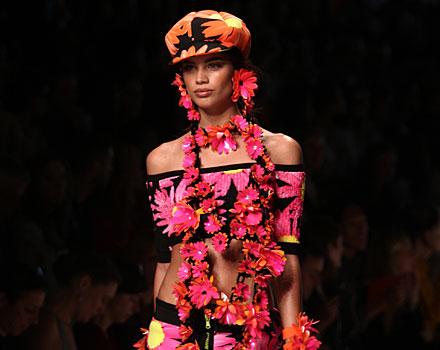 Blumarine: top - hot pants - cappello fiori