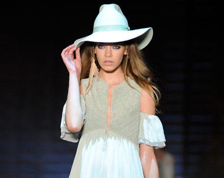 Just Cavalli: abito corto - borsa a mano - cappello