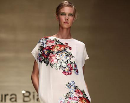 Laura Biagiotti: abito corto bianco fiori