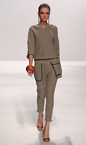 Alviero Martini: completo maglia pantaloni tasche