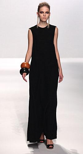 Alviero Martini: abito lungo nero - maxi bracciali