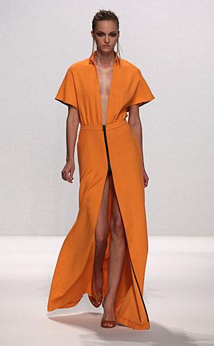 Alviero Martini: abito lungo arancio scollo a v