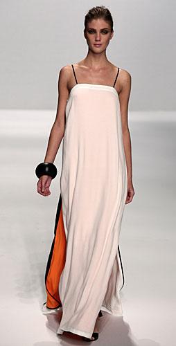 Alviero Martini: abito bianco arancio lungo