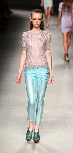 Angelo Marani: Maglietta - Pantaloni Azzurri - Scarpe Verdi