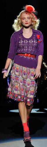 Anna Sui: Maglioncino Viola - Gonna - Scarpe Tacco
