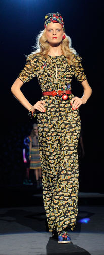 Anna Sui: Abito Lungo - Copricapo - Cintura Rossa
