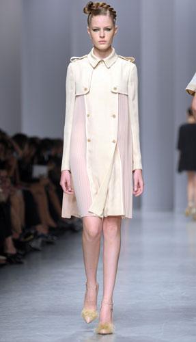 Antonio Marras: Cappotto Bianco - Scarpe Tacco