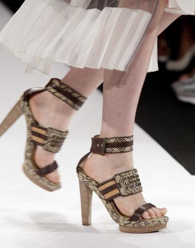 Max Azria scarpe