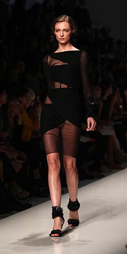 Blumarine: abito nero maniche lunghe - trasparenze
