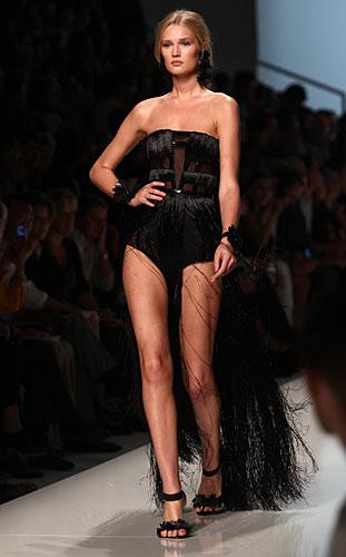 Blumarine: costume nero - coda frange
