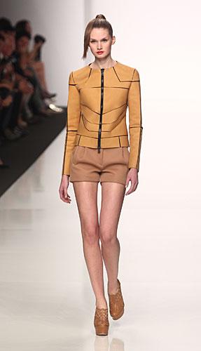 Byblos: giacca zip - shorts - tronchetti