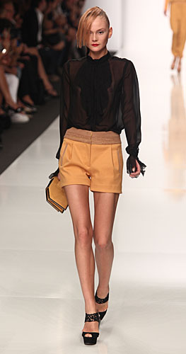 Byblos: shorts senape - pochette