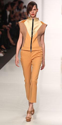 Byblos: giacca zip - pantaloni senape
