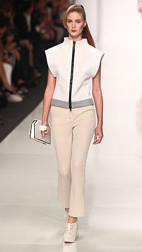 Byblos: giacca bianca zip - pantaloni