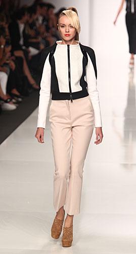 Byblos: pantaloni - giacca bicolore bianco nero
