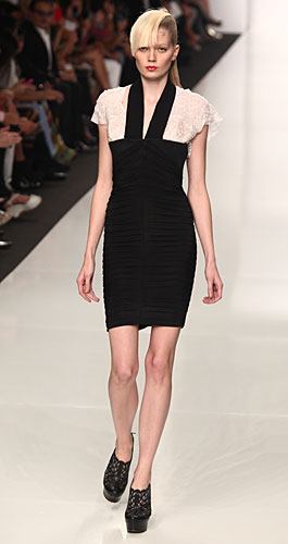 Byblos: abito tubino scollo a v bianco nero