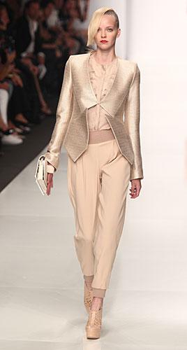 Byblos: giacca  - pantaloni - blusa rouches
