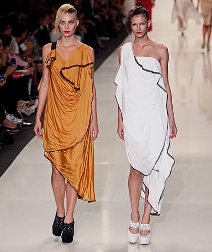 Byblos: abito lungo arancio - abito monospalla