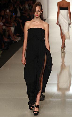 Byblos: abito lungo nero spacco