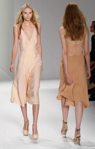 Calvin Klein: Abito Corto - Scarpe Tacco