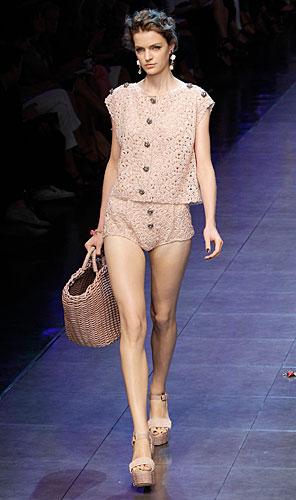 Dolce & Gabbana: Maglia - Short - Borsa di paglia