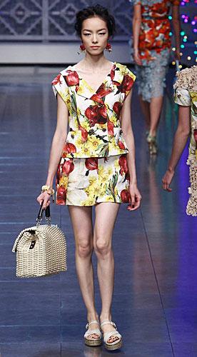 Dolce & Gabbana: Maglia - gonna - borsa a mano
