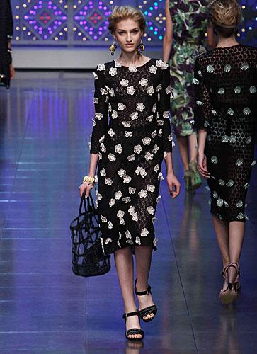 Dolce & Gabbana: Abito nero - decori fiori