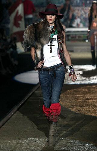 Dsquared2: Pelliccia - jeans - cappello