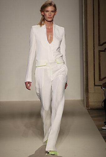 Gabriele Colangelo: completo pantaloni bianco