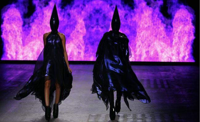 Le gabbie fashion di Gareth Pugh