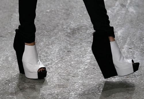 Gareth Pugh scarpe alte