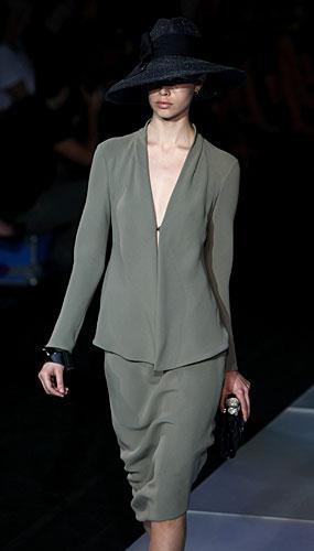 Giorgio Armani: Cappello - completo gonna - pochette