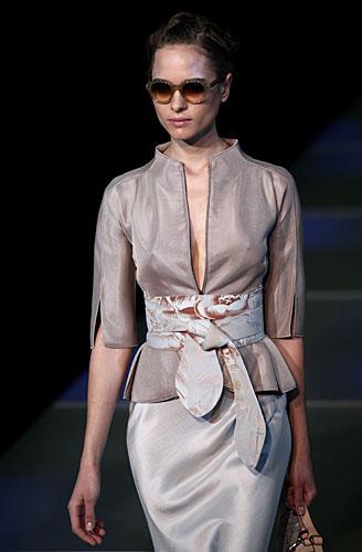 Giorgio Armani: Giacca cintura in vita