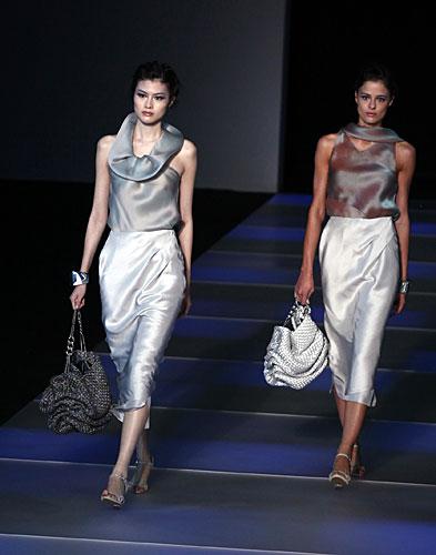 Giorgio Armani: Maglia - pantaloni vita alta