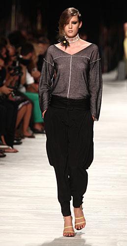 Iceberg: maglia maniche lunghe - pantaloni neri