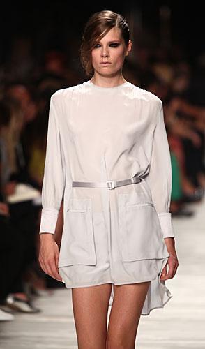 Iceberg: abito corto bianco maniche lunghe