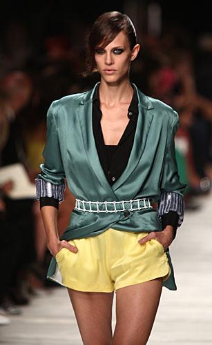 Iceberg: shorts gialli - giacca cintura in vita