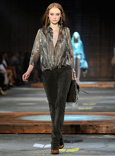 Just Cavalli: blusa - pantaloni - borsa tracolla