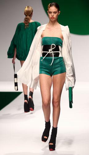 Krizia: tuta corta - maxi cintura