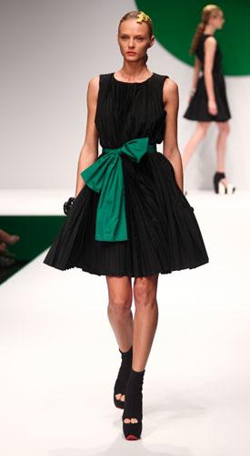 Krizia: abito nero - gonna a ruota - fiocco verde