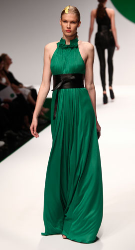 Krizia: abito lungo verde senza maniche