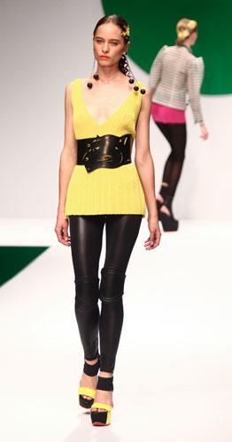 Krizia: maglia gialla scollo a v - maxi cintura