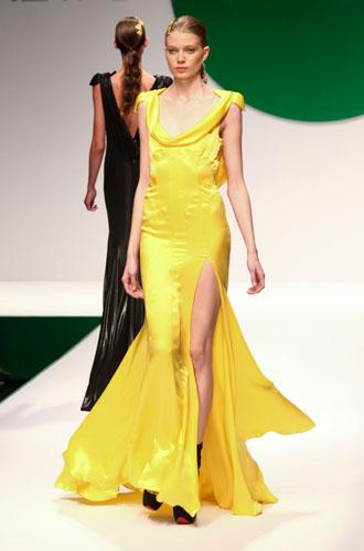 Krizia: abito lungo giallo spacco
