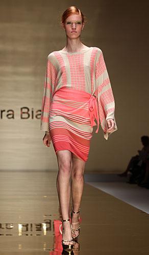 Laura Biagiotti: abito corto maniche lunghe righe