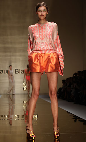 Laura Biagiotti: shorts arancio - maglia maniche lunghe