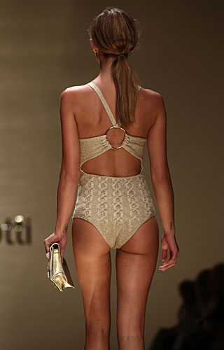 Laura Biagiotti: dettaglio schiena costume intero
