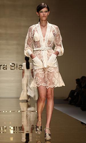 Laura Biagiotti: abito vestaglia - cintura in vita